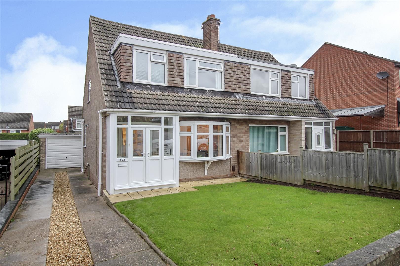 3 Bedrooms Semi Detached House for sale in Sisley Avenue, Stapleford, Nottingham